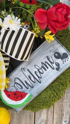 Wreaths For Sale, Spring Wreaths, Summer Wreath, Watermelon Crafts, Watermelon Patch, Deco Mesh Wreaths, Door Wreaths, Summer Sayings, Moss Wreath