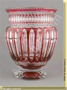 VAL SAINT LAMBERT Vase Odéon - cristal clair doublé rouge à l'or - Catalogue Cristaux de Fantaisie 1926 page 144.