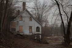 """photographers–world: """"An old abandoned building called """"The Cedars"""" in Ontario Canada. Abandoned Farm Houses, Abandoned Mansions, Abandoned Buildings, Abandoned Places, Old Houses, Over The Garden Wall, Dark Places, Haunted Places, Ghost Towns"""