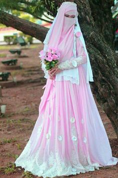 Muslim Wedding Dress With Niqab Bridal Hijab, Hijab Bride, Bridal Gowns, Wedding Gowns, Beautiful Muslim Women, Beautiful Hijab, Beautiful Bride, Cute Muslim Couples, Muslim Girls