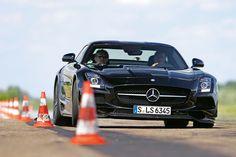 Mercedes SLS AMG Black Series, Frontansicht, Slalom