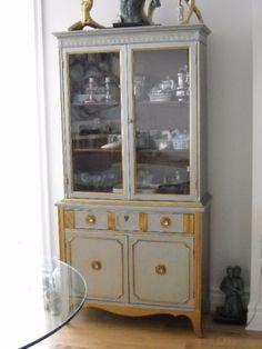 Buffet vaisselier vitré | mobilier de salle à manger et cuisine | Ville de Montréal | Kijiji