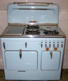 another potential source for stoves… tho only Chambers, not O Antique Kitchen Stoves, Antique Stove, Vintage Appliances, Kitchen Appliances, Fairfield House, Stoves For Sale, Old Stove, Vintage Stoves, Cooking Stove