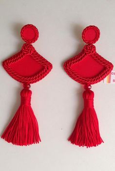 Originalidad en Cord�n de seda Diy Tassel, Tassel Jewelry, Soutache Jewelry, Fabric Jewelry, Jewelery, Gota Patti Jewellery, Fashion Accessories, Fashion Jewelry, Red Earrings