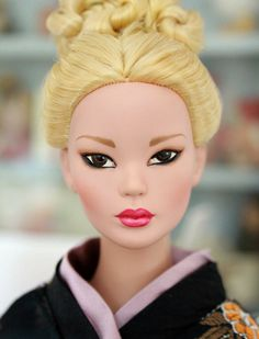 Prototype Mei Li with blonde hair, wearing Prototype kimono from the 'Memoirs of a Geisha' collection SE asian doll headshot