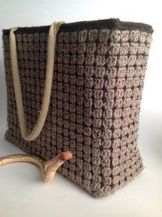 Op de Facebook site van de Nederlandse Crochet Along deken is iedereen bezeten van de sas-tas en de shop-sas-tas. De shop-sas-tas is een omgehaakte jute tas van de AH. De jute booschappentassen van...