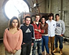 Alumnos de Escuela Europea durante la visita al interior del reloj del Ayuntamiento de Oviedo