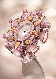 Divas' Dream watches from Bvlgari combine the finest Italian design with sophisticated mechanisms to create timepieces of breath-taking beauty and elegance. Amazing Watches, Beautiful Watches, High Jewelry, Jewelry Accessories, Unique Jewelry, Bulgari Jewelry, Jewelery, Cool Watches For Women, Lila Gold