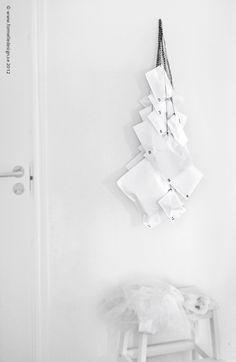Photo: Johanna Eklöf/Formelle Design  www.formelledesign.se  www.formelledesign.com Xmas, Christmas, Design, Diy, Inspiration, White People, Advent Calenders, Biblical Inspiration, Bricolage
