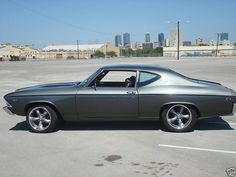 1969 Chevrolet Chevelle  looks like my old car!