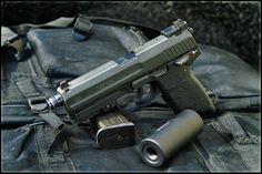 Heckler and Koch USP Tactical .40 caliber 13rd - www.Rgrips.com Find our speedloader now! http://www.amazon.com/shops/raeind