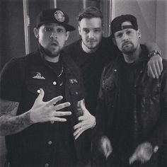One Direction Are In The Recording Studio with Joel and Benji Madden of Good Charlotte One Direction Liam Payne, One Direction Music, Members Of One Direction, One Direction Imagines, One Direction Pictures, Joel Madden, Famous Twins, Good Charlotte, Boys Are Stupid