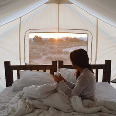 Waking up with the sun is magical Thank you @moab_canvas for making all my glamping dreams come true. Next stop: road trip to Colorado! #BTdoesUtah #undercanvas #Moab #MyTinyAtlas by bontraveler