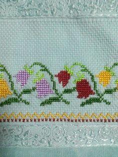 Cross Stitch Art, Cross Stitch Borders, Cross Stitch Flowers, Cross Stitching, Cross Stitch Embroidery, Cross Stitch Patterns, Swedish Embroidery, Needlepoint Stitches, Loom Beading