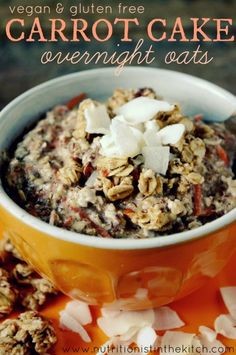 Vegan & Gluten Free Carrot Cake Overnight Oats via Nutritionist in the Kitch - except I would use real sugar or honey instead of stevia because stevia is really bad for you Healthy Breakfast Options, Vegan Breakfast Recipes, Vegan Recipes, Cooking Recipes, Breakfast Ideas, Breakfast Cake, Sweet Breakfast, Breakfast Bowls, Vegan Food