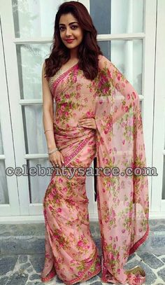 kajal aggarwal in Floral Printed Sarees Trending Fashion and Beauty Styling Tips and Designer deals - Tikli. Simple Sarees, Trendy Sarees, Stylish Sarees, Fancy Sarees, Floral Print Sarees, Saree Floral, Printed Sarees, Crepe Saree, Chiffon Saree