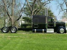 I like this truck in black , very nice Big Rig Trucks, Show Trucks, Rv Truck, Peterbilt 379, Peterbilt Trucks, Custom Big Rigs, Custom Trucks, Pick Up, Heavy Truck