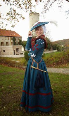 Als ich letztes Jahr auf der Mittelalterwoche in Visby zu Besuch war, fielen mir die vielen Landsknechte auf. Da ich diese Roben sehr inte...