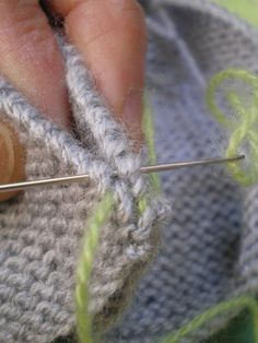 Easy knitting - close-ups at the seams - patchcath Crochet is usually an activity of Slip Stitch Crochet, Tunisian Crochet, Diy Crochet, Double Crochet, Single Crochet, Easy Knitting, Knitting Patterns, Crochet Needles, Couture Sewing