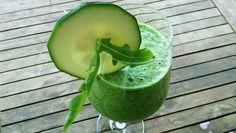 Grüner Smoothie aus Zucchini und Rucola