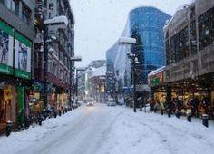 El turismo ruso podría caer un 25% respecto al invierno pasado en Andorra Principal avenida de Andorra en pleno invierno