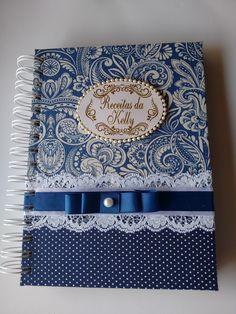 Caderno de Receita, com 100 folhas 75g pautadas, personalizadas para receitas conforme foto.  Tamanho A5 - 20 x 15cm  Cartonagem com estrutura em papelão de alta densidade, encadernação com espiral wire.    Capa com encadernação artística utilizando tecido 100% algodão de acordo com a definição d... Notebook Diy, Notebook Cover Design, Decorate Notebook, Notebook Covers, Journal Covers, Graphic Wedding Invitations, Diy Arts And Crafts, Paper Crafts, Altered Composition Books