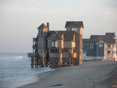 Serrendipity - House from the movie Nights in Rodanthe Rodanthe North Carolina, Weekend In New England, North Carolina Homes, Timber House, Beautiful Places To Travel, Romantic Getaways, San Francisco Skyline, Cool Photos, Surfing