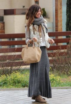 mode Marineblauer Maxirock mit Blumen- und Paisley-Print Do You Know Your Parenting Style? Fur Vest Outfits, Maxi Skirt Outfits, Winter Outfits, Casual Outfits, Maxi Skirts, Winter Clothes, Long Skirts, Summer Skirts, Summer Outfits
