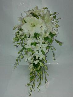 Ramo de Dendrobium y Lilium. Blanco y puro. Precioso.