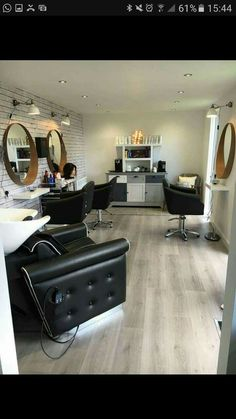 Home Beauty Salon, Home Hair Salons, Beauty Salon Decor, Home Salon, Small Salon Designs, Makeup Studio Decor, Salon Interior Design, Spa Rooms, Salon Style