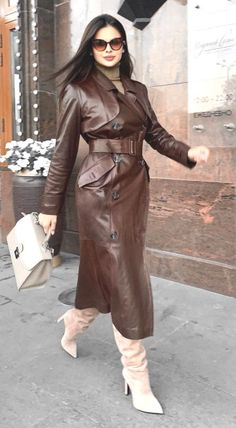 Long Leather Coat, Leather Trench Coat, Leather Boots, Leather Outfits, Trent Coat, Brown Trench Coat, Cute Coats, Rain Wear, Sexy Heels