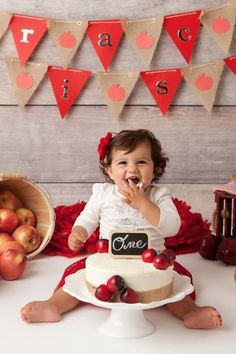 You'll Fall in Love With This Adorable Little Girl and Her Autumnal Cake Smash Smash Cake Girl, Baby Girl Cakes, Birthday Cake Smash, First Birthday Themes, Girl First Birthday, First Birthdays, Third Birthday, Birthday Ideas, Birthday Parties