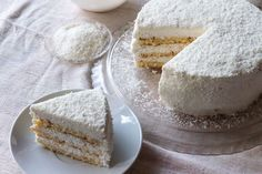 Κέικ καρύδας από τον Άκη. Κερδίστε τις εντυπώσεις με αυτή την απολαυστική συνταγή για κέικ καρύδας με μαρέγκα.