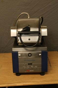 """Electrolux """"HSPPAN"""" heavy duty commercial panini press model HSPPAN, 220V, approximately. 16"""" x 28"""" x 24""""T. Seller reports in working condition before removal. Conditioner, Auction, How To Remove, Cooking, Kitchen, Model, Kitchens, Cucina"""