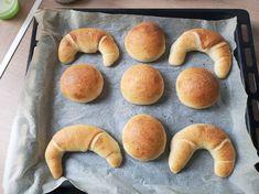 Kovászos kifli és zsemle ❤️ Sourdough Bread, Bagel, Doughnut, Hamburger, Baking, Desserts, Recipes, Food, Breads