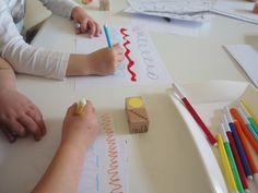 A che linea giochiamo? Tira i dadi per scoprirlo. Laboratorio Bruno Munari sulla linea Montessori, Dadi, Pre Writing, Fine Motor Skills, Creations, Diy Crafts, Education, School, Fit