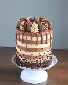 The Best Chocolate Layer Cake - tartas - Gateau Deco Best Chocolate, Chocolate Recipes, Chocolate Cakes, Chocolate Drip Cake Birthday, Chocolate Food, German Chocolate, Striped Cake, Cake Recipes, Dessert Recipes