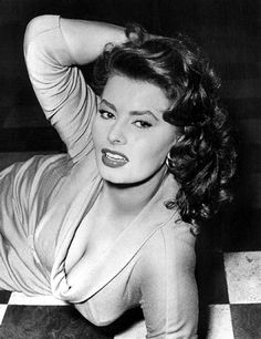 Esselle - Page 56 - The Forums Divas, Sophia Loren Images, Curvy Girl Lingerie, Classic Movie Stars, Italian Actress, Catherine Deneuve, Old Hollywood Glamour, Best Actress, Classic Beauty