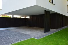 gevelbekleding in ceder met zwart profiel ontwerp Christophe Baetens