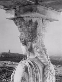 Photo by Walter Hege One of the iconic Caryatids overlooking the city of Athens Athens Acropolis, Athens Greece, Ancient Art, Ancient History, Art Antique, Art Sculpture, Philadelphia Museum Of Art, Greek Art, Jolie Photo