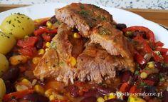 Karkówka po meksykańsku. Aromatyczne i pikantne danie z mięsa wieprzowego i warzyw. Pikantne danie obiadowe - karkówka z patelni.