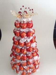 Bildergebnis für chocolate candy bouquet in glass container ideas Chocolate Tree, Lindt Chocolate, Chocolate Bouquet, Christmas Chocolate, Christmas Candy, Christmas Crafts, Christmas Goodies, Christmas Recipes, Christmas Holidays