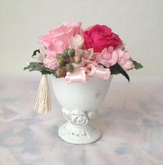 プリザーブドフラワー、ピンクのバラ3輪のアレンジです。チェリーピンクとベイビーピンクのバラ2輪、ロマンティックな優しい雰囲気に仕上がりました。結婚式の受付のお...|ハンドメイド、手作り、手仕事品の通販・販売・購入ならCreema。
