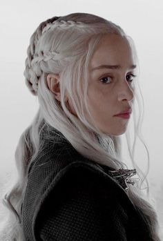 Find images and videos about game of thrones, got and daenerys targaryen on We Heart It - the app to get lost in what you love. Emilia Clarke Daenerys Targaryen, Game Of Throne Daenerys, Daenerys Targaryen Aesthetic, Game Of Thrones Facts, Game Of Thrones Funny, Sombra Lunar, Game Of Thrones Instagram, I Love Cinema, Got Memes