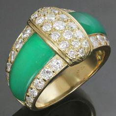 1980s-VAN-CLEEF-amp-ARPELS-Diamond-Green-Chrysopraise-18k-Yellow-Gold-Ring