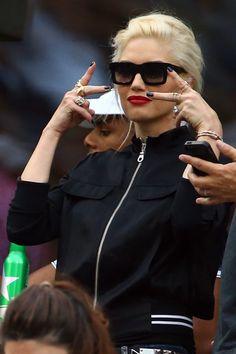 Gwen Stefani Photos - Gwen Stefani Runs Errands - Zimbio