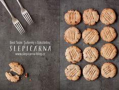 Recept na ty nejlepší sušenky s čokoládou Cookies, Tableware, Cake, Kitchen, Desserts, Food, Crack Crackers, Tailgate Desserts, Dinnerware