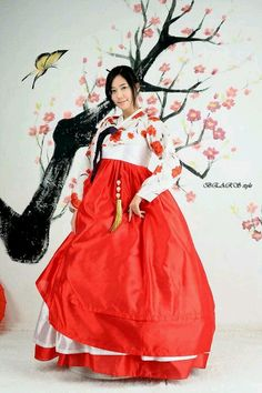Kim Ha Neul in Hanbok