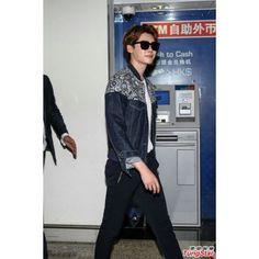 [ 280515 ] JS at HK airport  #Leejongsuk #李钟硕 #이종석 #อีจงซอก #イジョンソク #WellmadeENT #actor #Model #WellmadestarM #Withjs #fanmeeting #leejongsukfanmeetinginhongkong  CREDIT Tungstar Official weibo : 李钟硕 Official Instagram : Jongsuk0206 Official website : www.leejongsuk.co.kr Official Japan Website : www.lee-jongsuk.jp