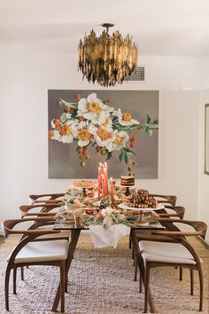 Inspired Idea: A Friendsgiving Brunch Tablescape fall tablescape for a friendsgiving brunch Source by danaoh Dining Room Table Centerpieces, Glass Dining Table, Dining Room Paint Colors, Dining Room Walls, Low Back Dining Chairs, Patio Dining, Lounge Chairs, Minimalist Dining Room, Apartment Makeover